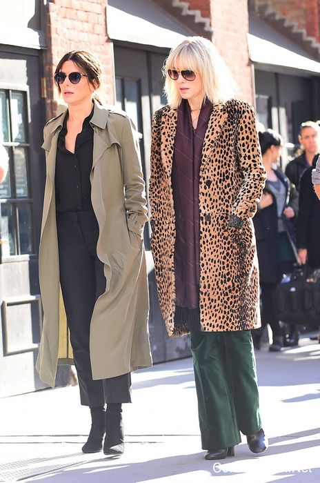 "NEW YORK, NY - OCTOBER 24:  Actresses Cate Blanchett and Sandra Bullock (L) are seen on the set of ""Ocean's Eight"" on October 24, 2016 in New York City.  (Photo by Raymond Hall/GC Images)"