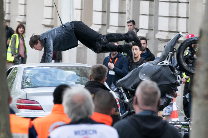 PARIS, FRANCE - APRIL 10:  Actor Tom Cruise is seen on set for 'Mission:Impossible 6 Gemini' filming on April 10, 2017 in Paris, France.  (Photo by Marc Piasecki/GC Images)